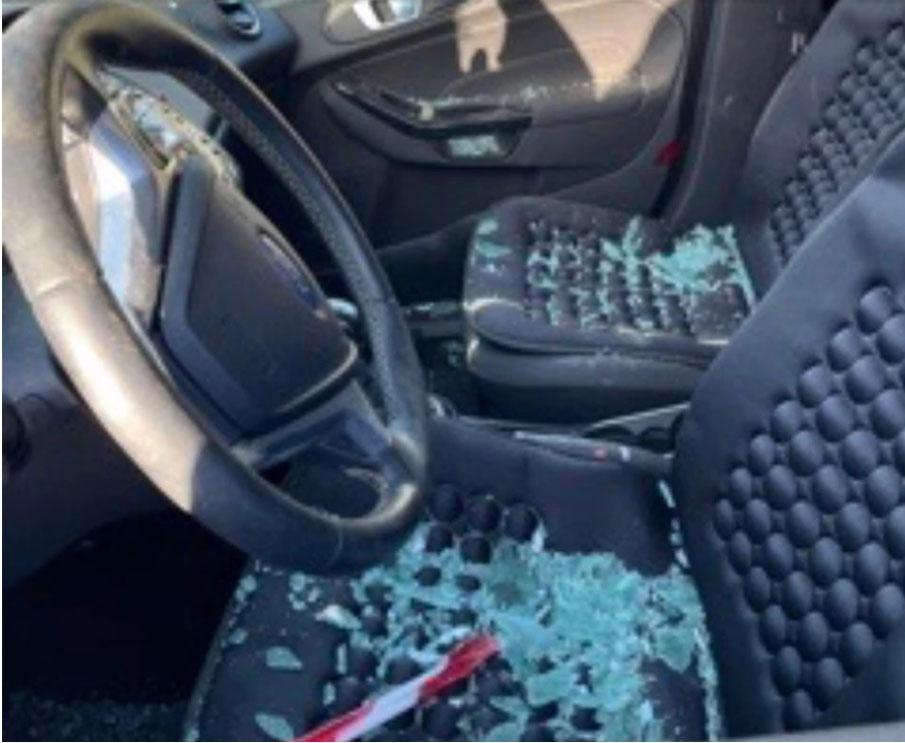Φολέγανδρος: Συγκλονιστικές εικόνες από το αυτοκίνητο που έριξε στα βράχια ο 30χρονος που σκότωσε τη Γαρυφαλλιά – Βίντεο